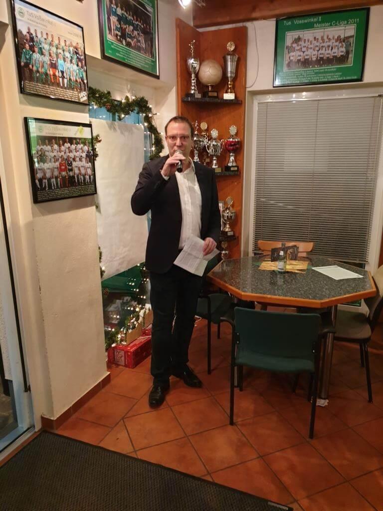 Thomas Weber begrüßt die Gäste