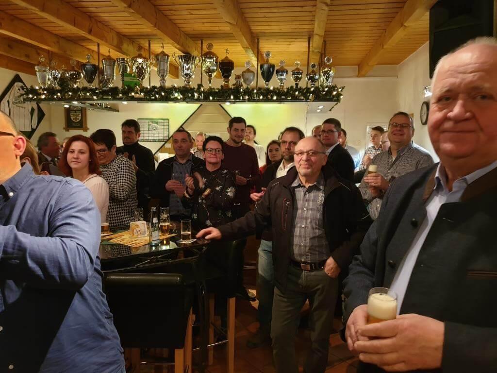 """Volles Haus beim Empfang im Vereinsheim """"Wowos""""."""